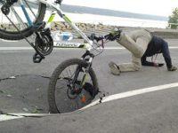 Пензенского велосипедиста оштрафовали за «причинение повреждений» выбоине на дороге