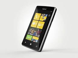Два изображения смартфона Nokia с Windows Phone 7