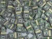 Курс доллара в пятницу поднялся до 65,19 рубля
