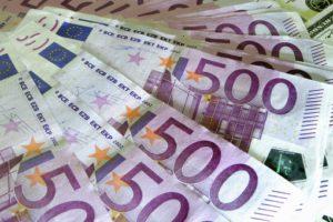 Банки России сократили доходность посчетам вевро